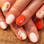 ボタニカルネイル特集-秋色小花のジェルネイル